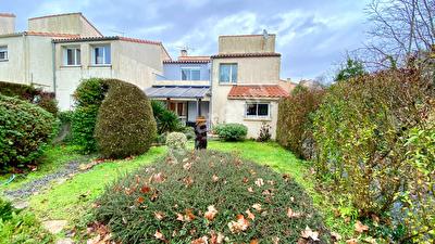 Proche centre ville de la Rochelle - Maison T5 avec jardin
