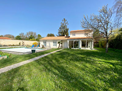 Maison familiale de six chambres - Piscine - Grand terrain - RARE - sur Perigny
