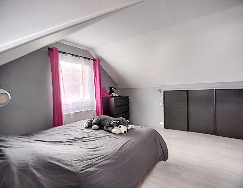 Maison sur sous-sol située à Lisieux 14100. 5 pièces 115 m² 3 chambres terrain.