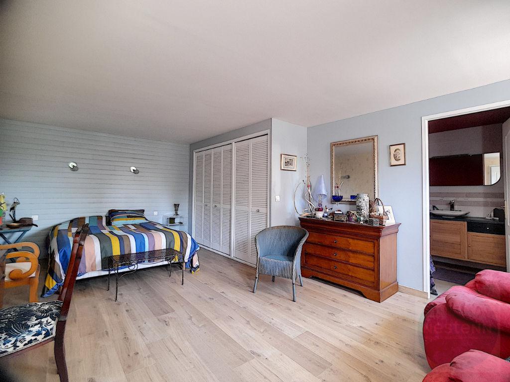 Entre Lisieux, Pont-L'Evêque et Cormeilles, Maison moderne et lumineuse 216 m² 4 chambres et un bureau, terrain plat de 2800 m²