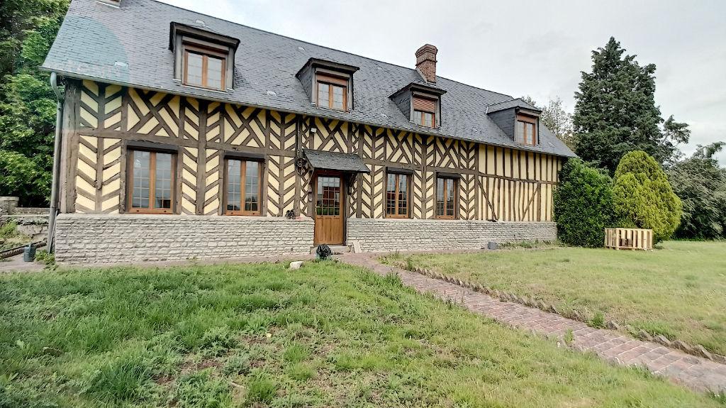 Maison en colombage située à Lisieux, 3 chambres, 157 m² terrain d'environ 850 m²