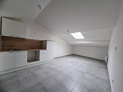 Immeuble renove de 4 appartements a Carpentras.