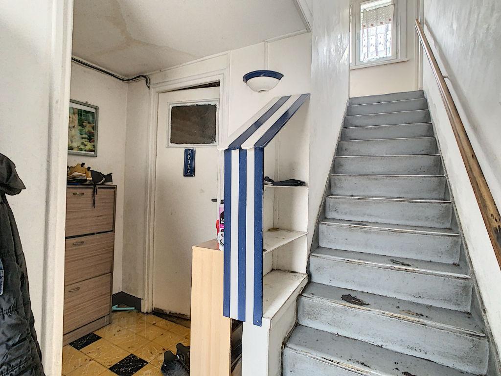 Maison de type Bel étage dans un secteur calme à proximité de toutes les commodités 3 chambres, garage et jardin 87 000€