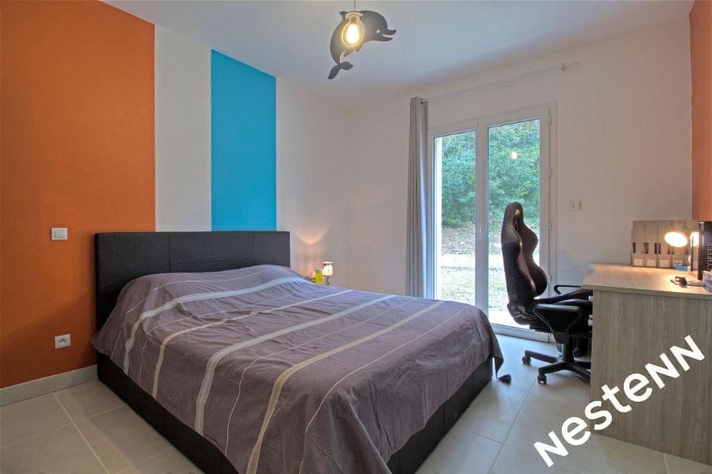 Foulayronnes - Maison récente de caractère de 6 pièces sur un terrain de 9800 m².