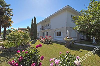 COLAYRAC - Maison 8 pieces de 260 m2 habitables sur un terrain de 630 m2
