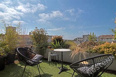 AGEN QUARTIER PREFECTURE - Appartement T1 avec terrasse et balcon.