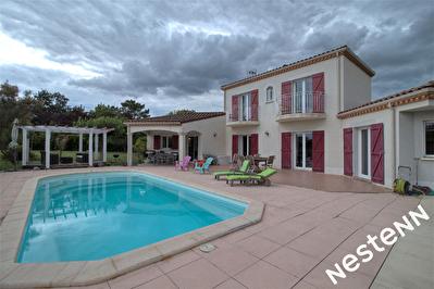 Foulayronnes - Maison contemporaine T6 avec piscine et garage.