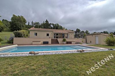 A 5 km d'Agen - Maison T5 avec piscine et garage sur 1635 m2.