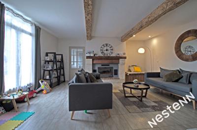 Bon Encontre - Maison renovee type 5 de 138 m2 avec exterieur.