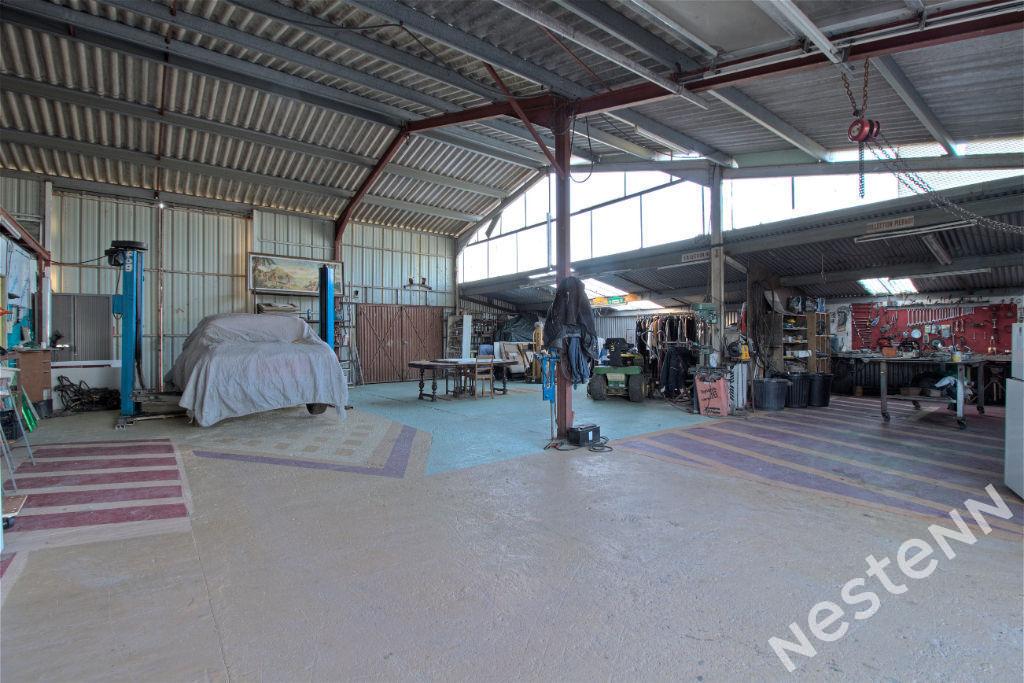 BOÉ - Ensemble immobilier comprenant un Local pro, 3 Hangars et un Loft sur 9000 m².
