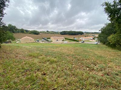 LA CROIX BLANCHE - Terrain a batir avec vue de 2143 m2.