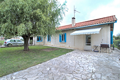ESTILLAC  - Maison avec garage sur 1045 m2