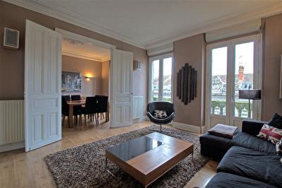 AGEN hypercentre - Appartement renove 4 pieces de 89 m2 climatise.