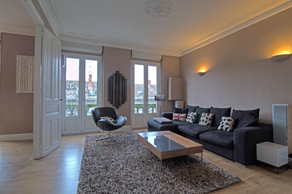 AGEN hypercentre - Appartement rénové 4 pièces de 89 m² climatisé.