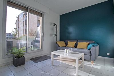 AGEN QUARTIER PREFECTURE - Studio meuble avec terrasse et balcon.