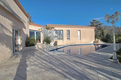 FOULAYRONNES - Maison d'architecte comprenant 4 chambres, une piscine et un double garage.