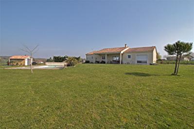 PRAYSSAS - Maison moderne de plain-pied 3 chambres avec piscine sur un terrain de 2500 m2.