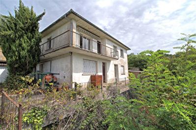 BON ENCONTRE - Maison de 6 pieces principales sur 1600 m2.