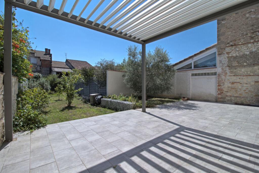 AGEN - Maison de ville 4 chambres avec jardin et garage.