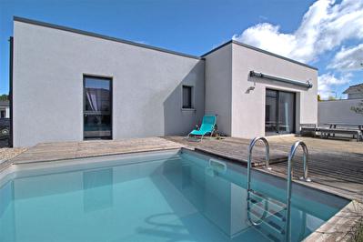 FOULAYRONNES - Maison neuve de 2015 avec une piscine et un garage independant.