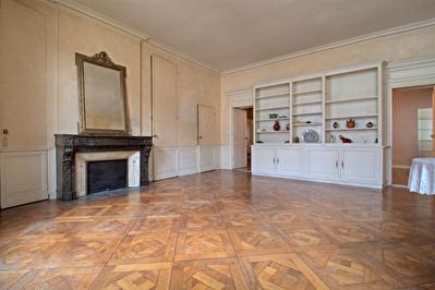 AGEN hyper-centre - Appartement 5 pieces de 110 m2 avec terrasse.