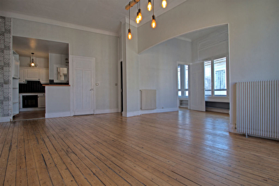 AGEN Hyper-centre - A vendre appartement de caractere de 77 m2 avec 2 chambres, 1 bureau et balcon.