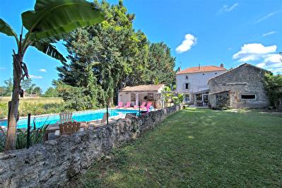 A VENDRE - COLAYRAC ST CIRQ - Maison 4 chambres avec piscine et poolhouse sur un terrain de 1840m2.