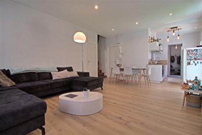 AGEN CENTRE - Maison de ville renovee avec 3 chambres, un exterieur et un stationnement privatif.