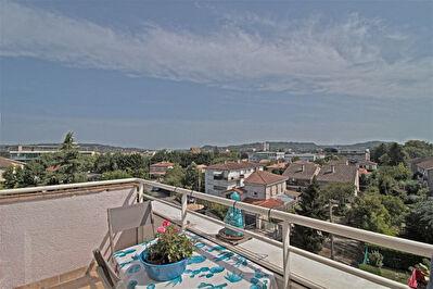 A VENDRE - AGEN - Appartement 4 pieces avec balcon, garage et parking.