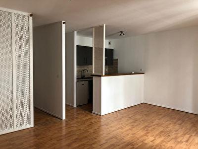 A LOUER - AGEN CENTRE - Appartement T1 bis entierement renove avec balcons