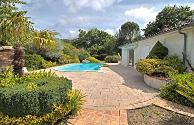 A VENDRE - BON-ENCONTRE - Maison de plain-pied de 115m2 avec parc arbore, piscine et dependance