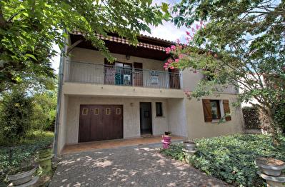 Maison a vendre Agen -  3 chambres, garage et jardin.