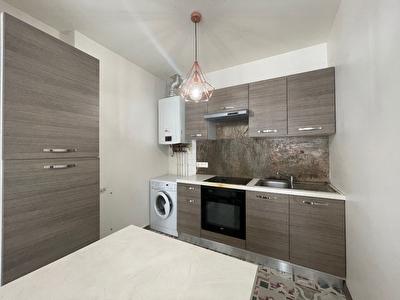 A LOUER - AGEN CENTRE - Appartement T2 de 55m2 habitables avec cuisine equipee.
