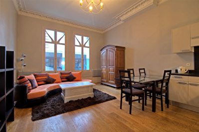 A LOUER - AGEN CENTRE -  Appartement meuble de 3 pieces