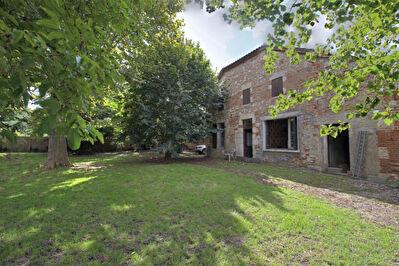 BOE - Ancienne ferme a restaurer sur un terrain arbore de 1500 m2.