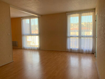 A LOUER - HYPER CENTRE - Appartement T2 bis avec balcon + cave