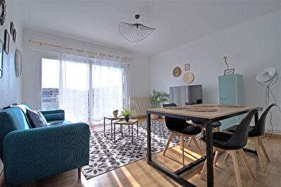 AGEN CENTRE - Appartement de type 3 avec balcon entierement renove au dernier etage