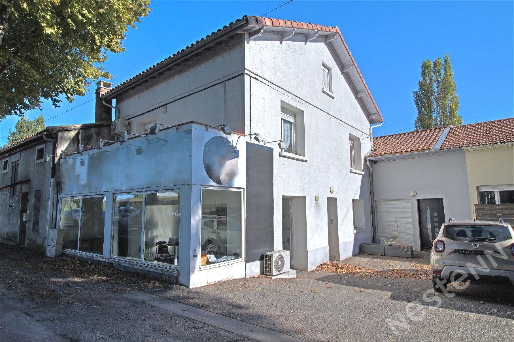 AGEN - A vendre immeuble de rapport locatif composé de 3 lots avec parking.