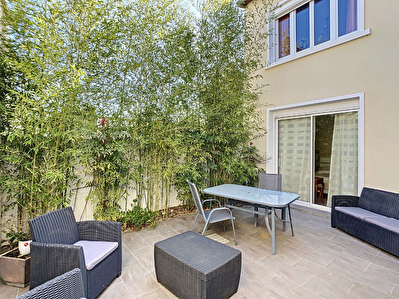 Maison moderne de 150m2 entierement renovee en 2013, proche centre-ville d'Antony, 6 pieces, jardin, patio et terrasses