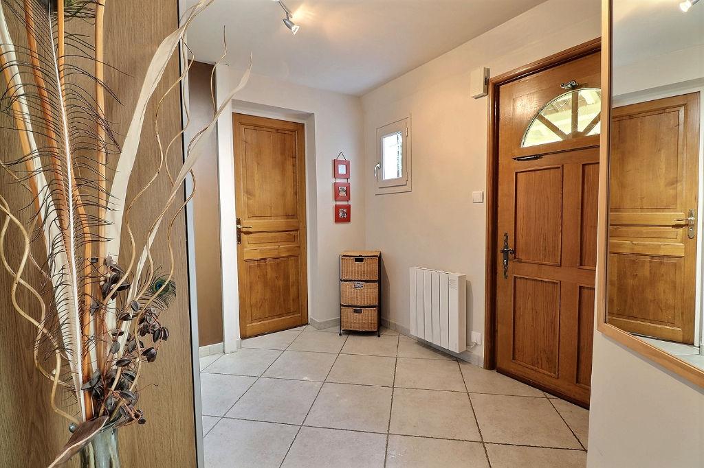 Brignais, maison mitoyenne, 7 pièce(s), piscine, secteur calme.