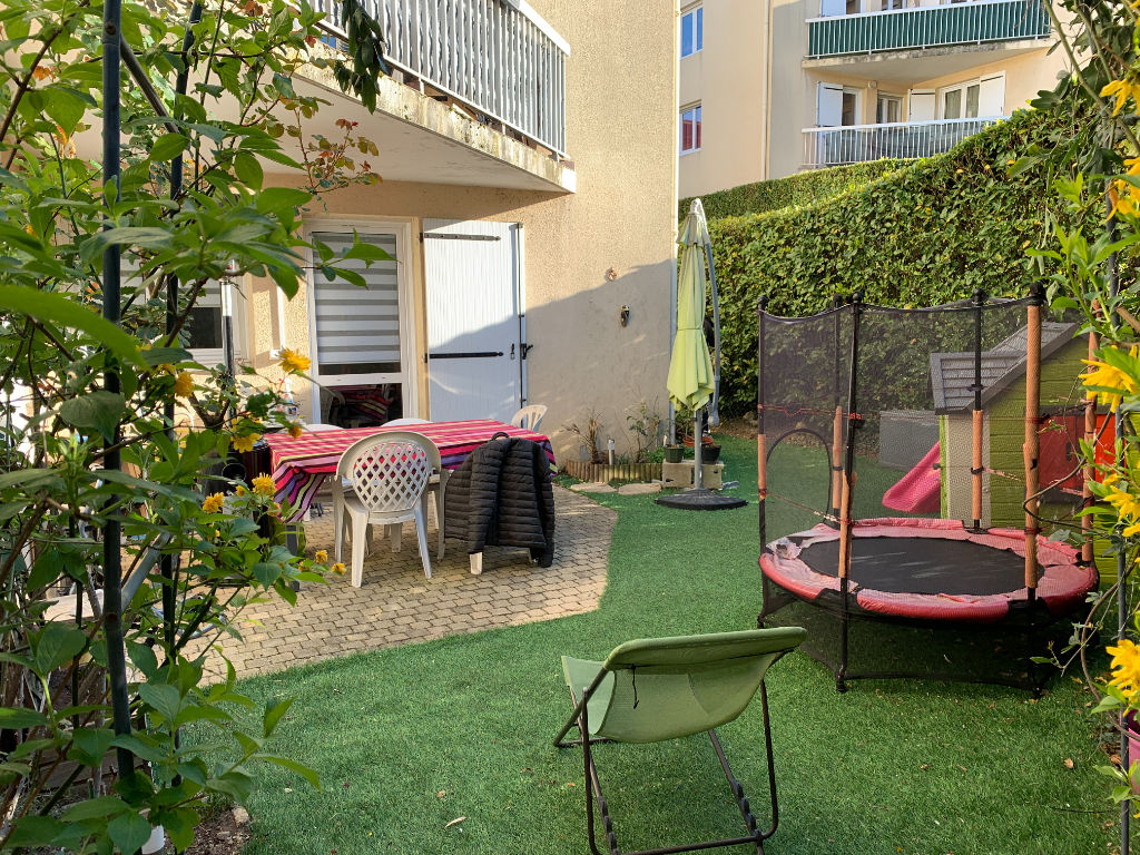 Appartement en rez- de jardin, St-Genis Laval, 4 pièces, 79,16m2.