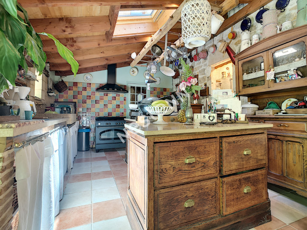 Gramat - Moulin rénové 340m² habitable - 5 chambres - 5 salles d'eau - Droit d'eau - Piscine - Jacuzzi - Sauna