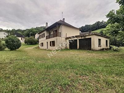 Maison individuel a Tulle 6 pieces 136.4 m2 - 2 sejours - 4 chambres - 1 salle de bain - 1 salle d'eau - 1 comble amenageable