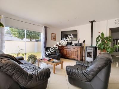 Pavillon plain pied - Brive La Gaillarde 94 m2 - 3 chambres - 1 cuisine ouverte sur salon/sejour - 1 salle d'eau - 1 dependance -1 terrain 600 m2