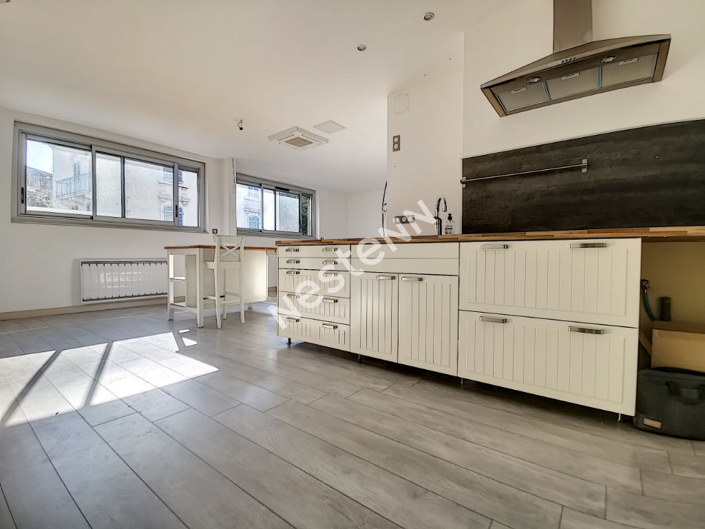 Appartement T3 bis avec terrasse commune, Tulle quartier de la gare - cuisine ouverte -  2 chambres - 1 grande sde - 1 garage privatif - 1 cave