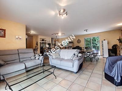 Maison Laguenne sur Avalouze 6 pieces 117 m2 - 4 chambres - 1 garage - 1 dependance