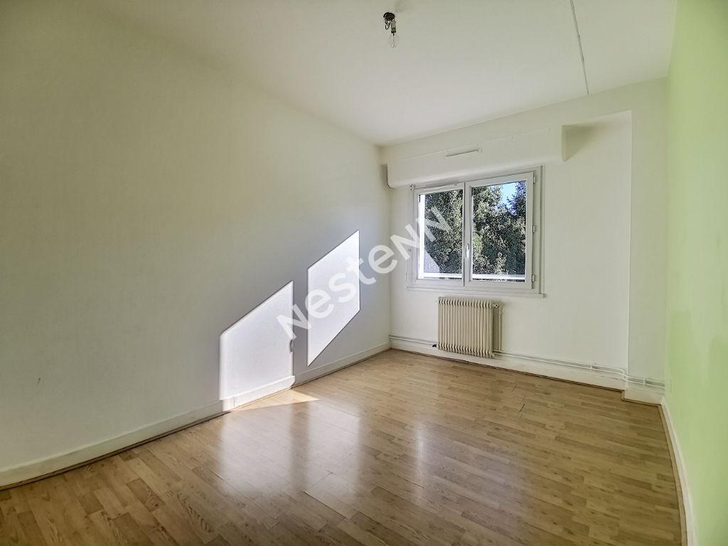 Appartement Tulle 3 pièces 60 m2 - 2 chambres - 1 cuisine - 1 salle de bains - 1 WC indépendant - 1 garage - 1 cave