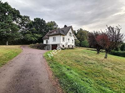 Maison Chamboulive 12 pieces 180 m2 - 3 chambres - 1 sous sol integral amenage- 1 comble amenageable - 1 dependance