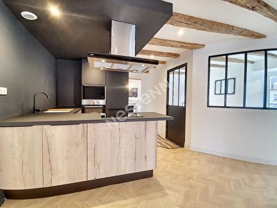 Appartement Tulle quartier du Trech 4 pieces 102 m2 - 1 suite parentale - 2 chambres - 1 salon sejour avec cuisine ouverte - 1 cave - 1 grenier- 1 place de stationnement couverte
