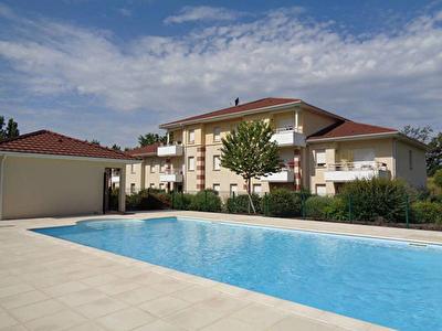 Ussac - Residence avec piscine - Appartement 3 pieces 63 m2, deux places de parking